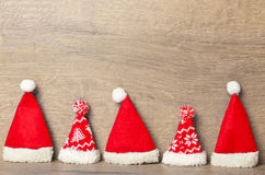Sombreros de la Navidad en fila Foto de archivo libre de regalías