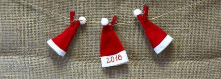 Sombreros de la Navidad y fondo 2016 del Año Nuevo Foto de archivo libre de regalías