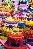 Sombreros de lana en el mercado de Otavalo Fotos de archivo