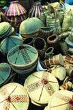 Sombreros de paja asiáticos, tambores, bolsos Imágenes de archivo libres de regalías