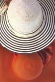 Sombreros de paja como concepto del verano Imagen de archivo libre de regalías