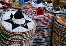 Sombreros mexicanos en tienda de regalos Fotos de archivo