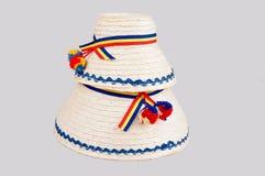 Sombreros rumanos tradicionales hechos de paja, específico para la parte norteña del país Maramures Fotos de archivo