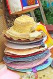 Sombreros trenzados para la venta La India Imagen de archivo libre de regalías