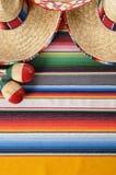 Sombreros y maracas mexicanos Foto de archivo libre de regalías
