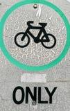 Somente sinal de tráfego defeituoso branco da bicicleta imagens de stock