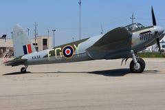 Somente um no mundo que voa o AO de Havilland Mosquito 98 pronto para o voo do programa demonstrativo Fotografia de Stock