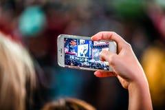 Someone Bierze obrazek z iPhone times square przy nocą Obraz Royalty Free