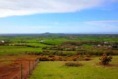 Somerset bygdsikt in mot Brent Knoll nära Weston-toppen-sto i HDR royaltyfria foton