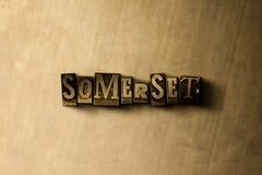 SOMERSET - Nahaufnahme des grungy Weinlese gesetzten Wortes auf Metallhintergrund Lizenzfreie Stockbilder