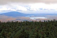 Somerset Reservoir et réserve forestière verte de montagne Photos libres de droits