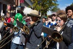 Somerville, le Massachusetts, Etats-Unis - 11 octobre 2015 - CORNEZ le festival des bandes de rue d'activiste images libres de droits