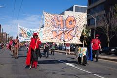 Somerville, Massachusetts, U.S.A. - 11 ottobre 2015 - SUONI IL CLACSON il festival delle bande della via dell'attivista Immagine Stock Libera da Diritti