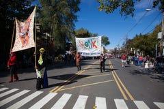 Somerville, Massachusetts, USA - 11. Oktober 2015 - HUPEN Sie Festival von Aktivistenstraßenbändern Lizenzfreie Stockfotos
