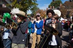 Somerville, Massachusetts, USA - 11. Oktober 2015 - HUPEN Sie Festival von Aktivistenstraßenbändern Lizenzfreies Stockfoto