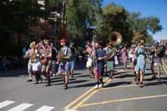 Somerville, Massachusetts, USA - 11. Oktober 2015 - HUPEN Sie Festival von Aktivistenstraßenbändern Lizenzfreie Stockfotografie