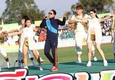 Somjit Jongjohor非职业泰国拳击手唱歌竞争第40场泰国大学比赛 免版税库存图片