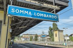 Somma Lombardo drevstation, stad av landskapet av Varese, Italien fotografering för bildbyråer