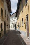 Somma Lombardo, Varese, Włochy: stara ulica zdjęcie royalty free