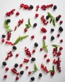Sommar bär frukt på en tabell Arkivbild