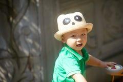Sommar behandla som ett barn pojken arkivbilder