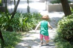 Sommar behandla som ett barn pojken royaltyfri fotografi