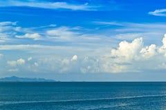 Sommar för blå himmel och för hav, hav Fotografering för Bildbyråer