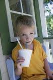sommar för dryckpojkecold Arkivbilder