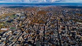 Sommar för Riga stadsstad med surret från luften arkivbild