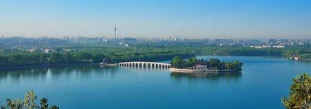 sommar för slott för beijing cityscapelake Arkivbild
