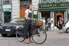 Sommar 2015 för vår för Milan modevecka Arkivbild