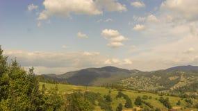 Sommar i Carpathians Arkivbilder