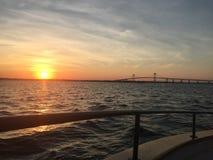 Sommar möter nedgången på den Newport bron Royaltyfria Bilder