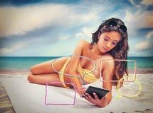 Sommar och socialt nätverk royaltyfri bild