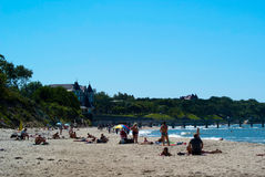 Sommar på stranden i Pionersky Fotografering för Bildbyråer