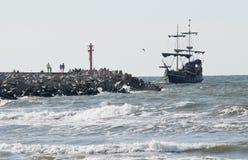 Sommar piratkopierar kryssningskeppet Arkivfoto
