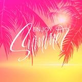 Sommar som märker affischen med palmträdbakgrund i rosa färger också vektor för coreldrawillustration stock illustrationer