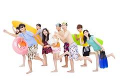 Sommar strand, semester, lycklig barngrupp Arkivbild
