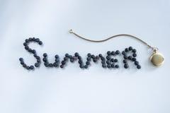 Sommar Tid som stavas med en rova Arkivbild