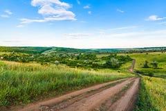 Sommaraftonlandskap Sikt av kullarna Fotografering för Bildbyråer