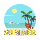 Sommarbakgrund - solnedgångstrand Klistermärke i modern plan design Hav, yacht och en palmträd också vektor för coreldrawillustra vektor illustrationer