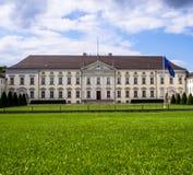Sommarbild av en Bellevue slott, Berlin, Tyskland arkivfoto