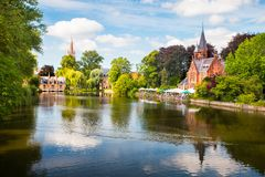 Sommarcityscape av Brugge fotografering för bildbyråer