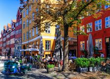 Sommardag i GrÃ¥brødretorv, Köpenhamn, Danmark - Augusti 2016 arkivfoto