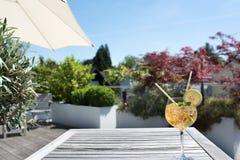 Sommardrink på en terrass Royaltyfria Foton