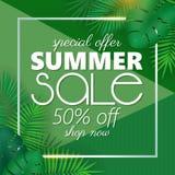Sommarförsäljningsbanret, affischmallen med palmblad och djungeln spricker ut Blom- tropisk sommarbakgrund Arkivbilder