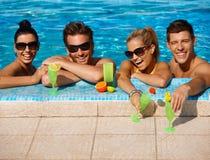 Sommarferie i simbassäng Fotografering för Bildbyråer