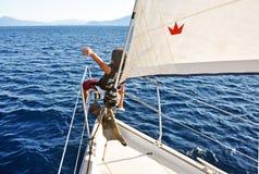 Sommarferie på en yacht arkivfoto