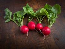 Sommargrönsaker på den bruna tabellen Royaltyfri Fotografi