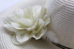 Sommarhatt med blomman Fotografering för Bildbyråer